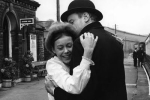 """Actress Jenny Agutter reunited with her father played by Iain Cuthbertson, in """"The Railway Children"""" film. Aaaawwww! Sob!!"""