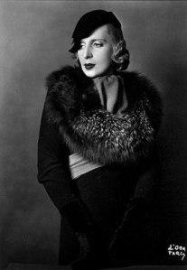 1929_Tamara-with-fox-fur