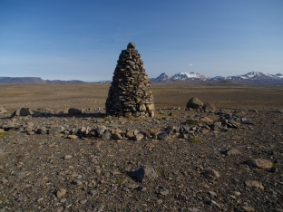 Eyva Varda - Eva's Cairn. Monument or navigational beacon named after one of the 'bone women', living on the margins of society and who historically roamed the backcountry of Iceland, spreading news and gossip. They sound like archetypal witches, although the only 'witch' burned at the stake in Iceland was a man. Photo ©MF O'Brien 2017