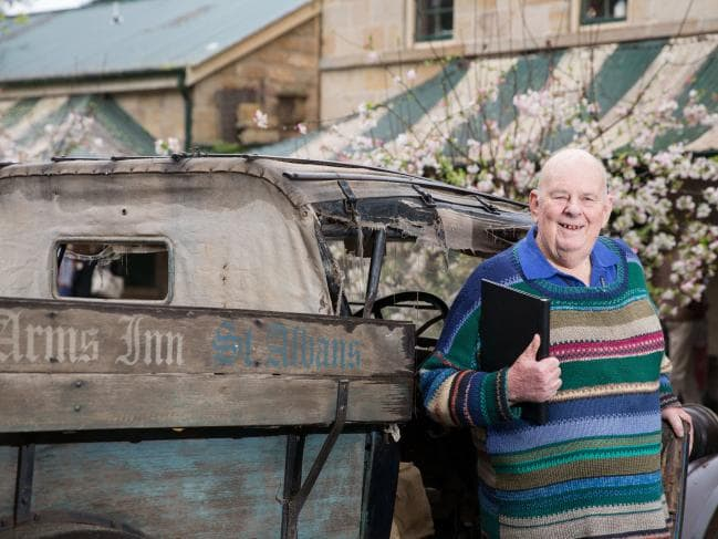 Les Murray dead: Australian poet dies aged 80